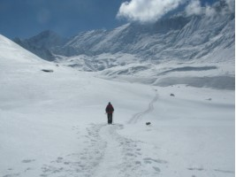 Grainne trudging through the snow back down to base camp